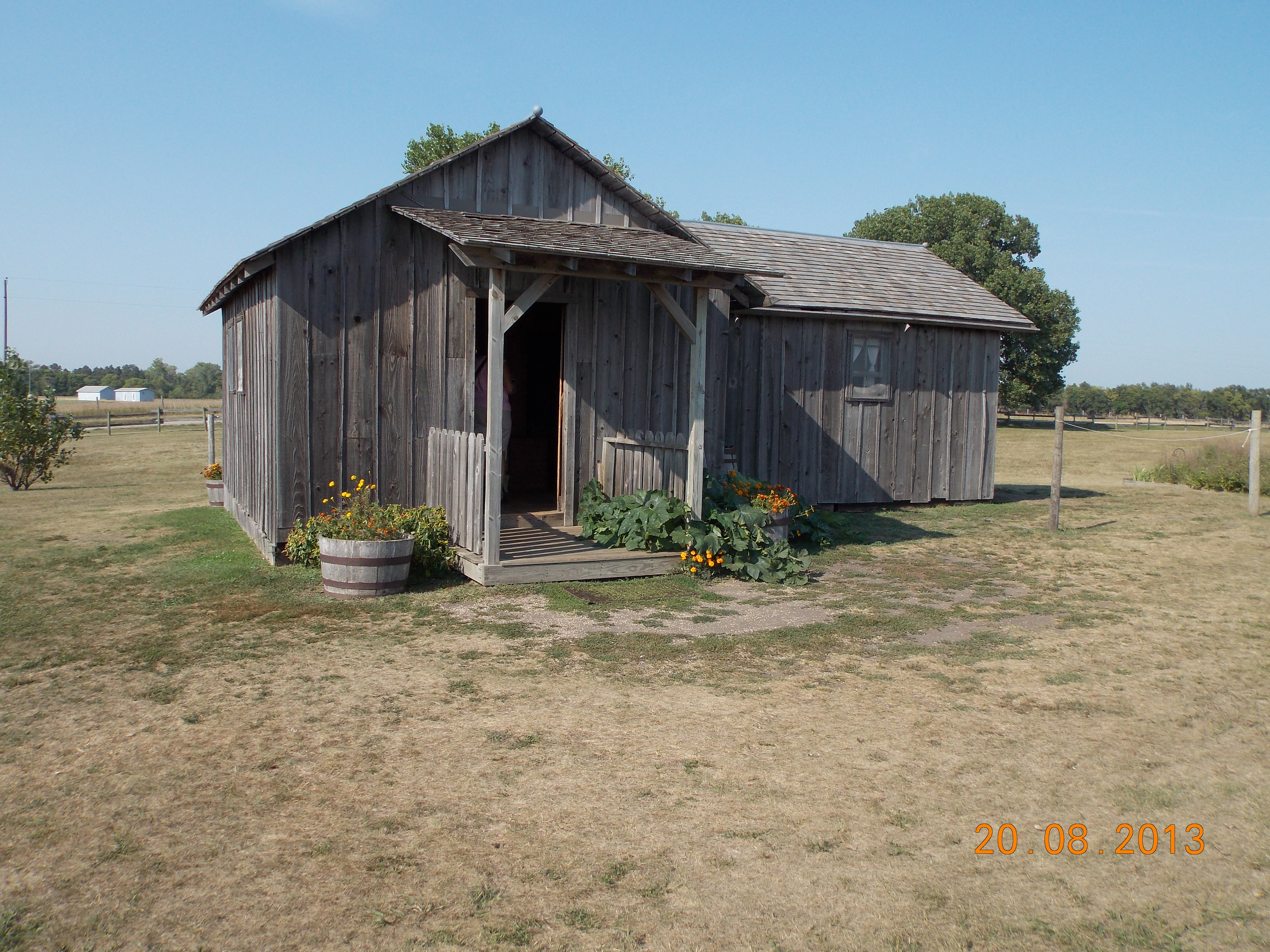 how to build a homestead house